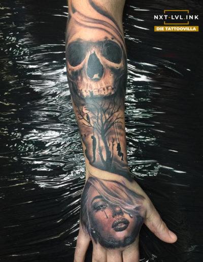 Nicole - Skull Woman Hand